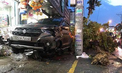 """TP.HCM: Ô tô """"điên"""" gây tai nạn liên hoàn, 2 người bị thương nặng"""