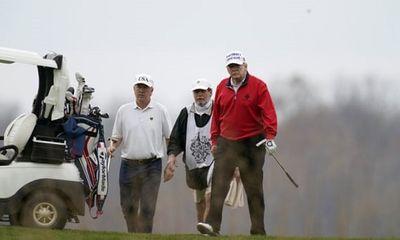 Tổng thống Trump đi chơi golf giữa phiên họp trực tuyến G20