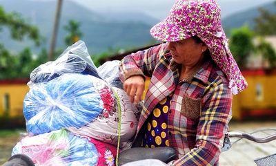Trao 150 suất quà đến người dân gặp khó khăn do mưa lũ ở Huế