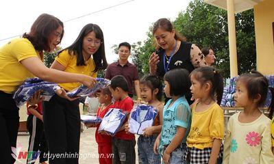 Bưu điện Nghệ An trao 494 suất quà cho học sinh nghèo ở Quỳ Châu