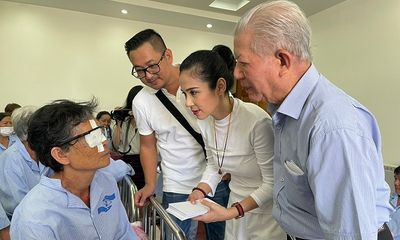 Việt Trinh không tổ chức sinh nhật suốt 11 năm, giúp hàng nghìn người nghèo sáng mắt