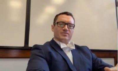 Giáo viên tiếng Anh bị sa thải vì bài giảng liên quan đến
