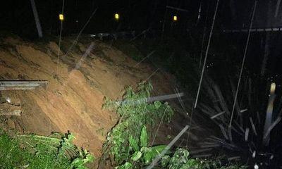 Sạt lở núi gây tắc nghẽn giao thông nghiêm trọng giữa Đắk Lắk và Khánh Hòa