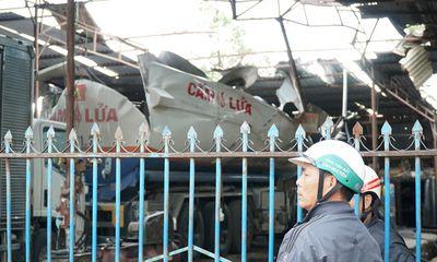 Tin tức tai nạn giao thông ngày 4/12: Nổ xe bồn chở xăng, 1 người chết