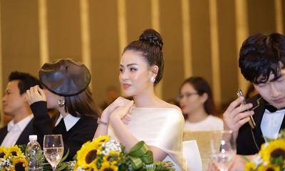 """""""Ngây ngất"""" trước nhan sắc đỉnh cao của Lương Thu Trang trong họp báo phim Hướng Dương Ngược Nắng"""