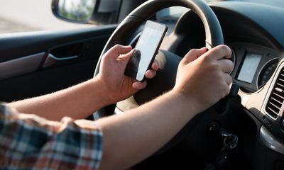 Từ năm 2020, nghe, gọi điện thoại khi lái xe bị phạt bao nhiêu tiền?