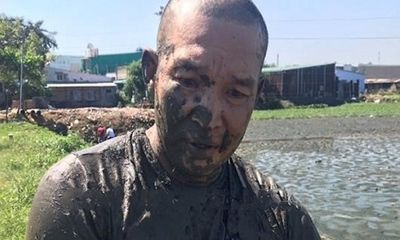 Đồng Nai: Đối tượng ôm ma túy nhảy xuống ao bùn để phi tang khi bị vây bắt