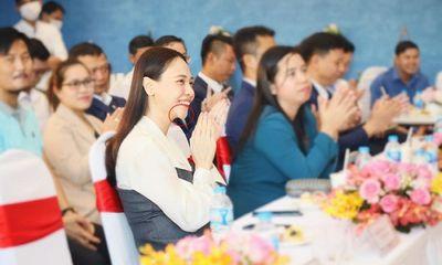 Bà xã Cường Đô La khoe nhan sắc