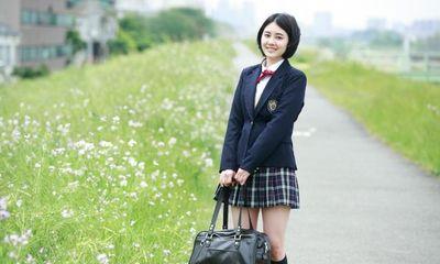Vì sao nữ sinh Nhật Bản vẫn mặc đồng phục váy ngắn bất chấp trời lạnh?