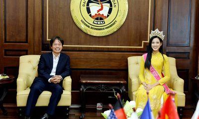 Chủ tịch trường KTQD: Đỗ Thị Hà trở về trường rất khiêm nhường, cả buổi em rất kiệm lời, chỉ mỉm cười
