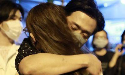 Nhiều nghệ sĩ có mặt để viếng cố nghệ sĩ Chí Tài, ai cũng rơi nước mắt xót xa