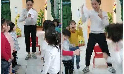 Cô giáo làm ảo thuật