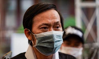 NSƯT Hoài Linh khóc nghẹn tại lễ tang nghệ sĩ Chí Tài:
