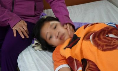 Nữ sinh lớp 7 bị đánh, đạp xuống mương: