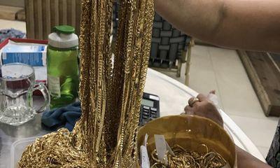 Vụ mất 8 lượng vàng ở Tiền Giang: Chủ nhà phát hiện cửa sổ bị cưa đứt
