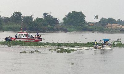 Vụ sà lan tông chìm ghe trên sông Sài Gòn: Chồng bơi vào bờ, vợ mất tích