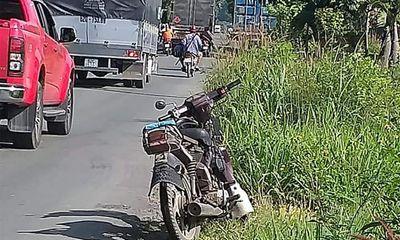 Vụ người đàn ông treo cổ chết trên cây: Chiếc xe máy cũ nát gần hiện trường