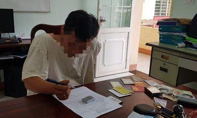 Bắt quả tang nam sinh viên cạy cửa ô tô, trộm đồng hồ trị giá hơn 130 triệu đồng