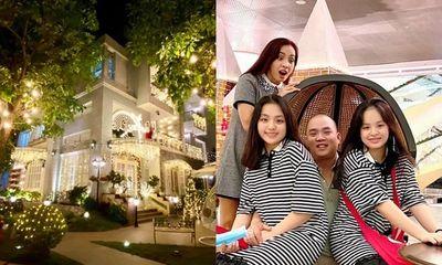 Vợ chồng Thúy Hạnh trang hoàng căn biệt thự 12 tỷ lộng lẫy đón Giáng sinh khiến dân trình trầm trồ