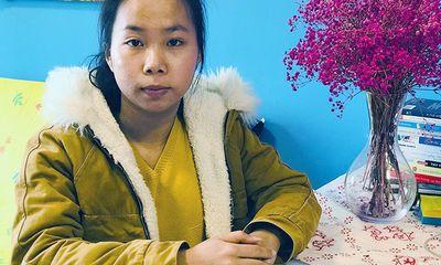 Rửa bát thuê nuôi 3 người bệnh tật, cô bé 18 tuổi vẫn giành học bổng 1 tỷ đồng