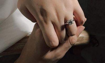 Streamer PewPew ẩn ý chuyện cầu hôn bạn gái kém 4 tuổi, dân mạng xôn xao sắp có đám cưới