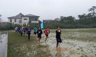 Vụ học sinh thi đấu thể thao giữa trời mưa rét: Lãnh đạo phòng giáo dục huyện giải trình gì?