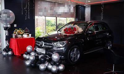 Xôn xao chuyện nhân viên sale được khách trả ơn bằng Mercedes, đúng chất