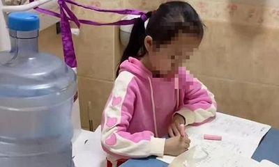 Chuyển chỗ học của con gái vào nhà vệ sinh, bà mẹ khiến cư dân mạng tranh cãi dữ dội