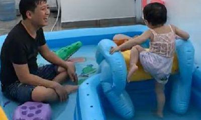 Nhã Phương khoe ảnh đáng yêu của ông xã Trường Giang khi chơi đùa cùng con gái