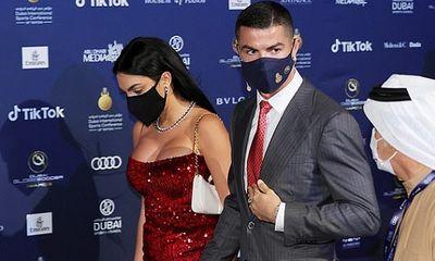 Georgina nóng bỏng sánh bước cùng Ronaldo trong ngày nhận giải