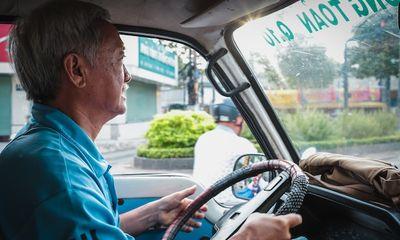 Ông giáo nghèo và chuyến xe