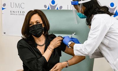 Phó Tổng thống đắc cử Mỹ Kamala Harris được tiêm vaccine ngừa COVID-19
