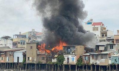 TP. HCM: Hỏa hoạn khiến 4 căn nhà ven kênh bị thiêu rụi