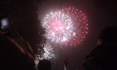 Pháo hoa rực sáng bầu trời cả nước chúc mừng năm mới 2021