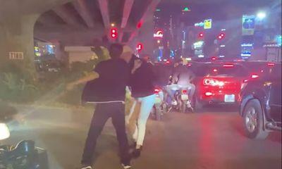 Vụ thanh niên bị đánh gãy răng vì nhắc dừng xe ở Hà Nội: Vẫn chưa tìm ra lái xe đánh người