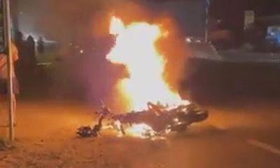 Xe máy bốc cháy sau tai nạn, nam thanh niên tử vong tại chỗ