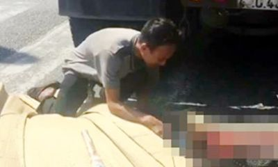 Tai nạn giao thông, con trai ôm thi thể mẹ gào khóc thảm thiết tại hiện trường