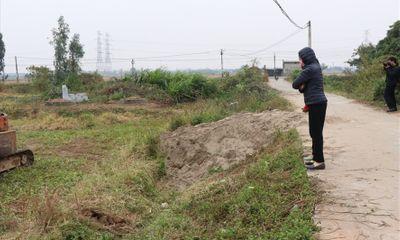 Máy ép cọc đổ đè chết 2 cháu nhỏ 8 tuổi ở Bắc Ninh