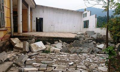 Thanh Hóa: Cận cảnh trường mầm non sụt lún, tường sập đổ, 200 học sinh phải đi học nhờ