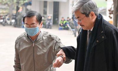 Hình ảnh mới nhất của cựu Bộ trưởng Vũ Huy Hoàng hầu tòa xét xử vụ án ở Sabeco