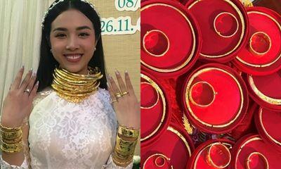 Cận cảnh số vàng 'nặng trĩu cổ' của Á hậu Thúy An trong ngày lên xe hoa