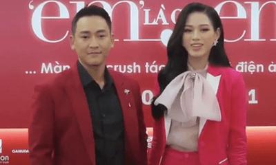 Hoa hậu Đỗ Thị Hà xử lý thông minh trước tình huống khó xử với Hứa Vĩ Văn trên thảm đỏ