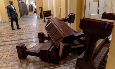 Điều tra vụ bắn chết người trong cuộc bạo động ở Tòa Quốc hội Mỹ