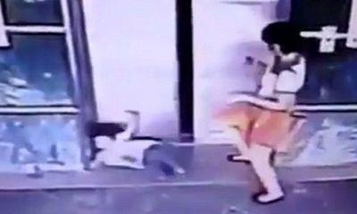 Mẹ đạp con gái ngã đập đầu vào tường, biết sự thật phía sau ai cũng thán phục