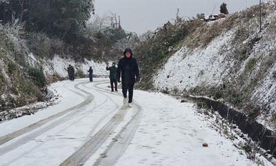 Nhiệt độ xuống dưới 0 độ C, tuyết phủ trắng Sa Pa