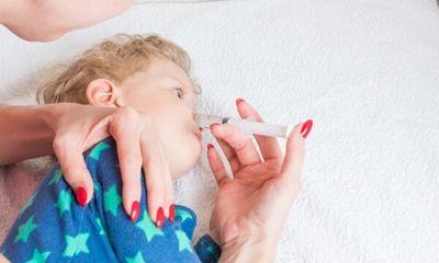 Phụ huynh bơm xilanh rửa mũi, bé 2,5 tháng tuổi ngừng thở