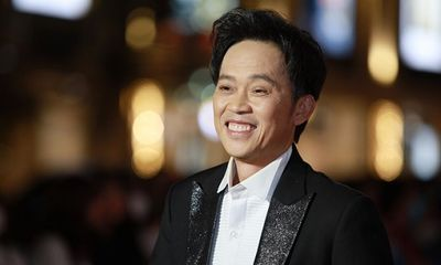 NSƯT Hoài Linh tái xuất trên thảm đỏ, khán giả tưởng Dương Triệu Vũ vì quá trẻ trung