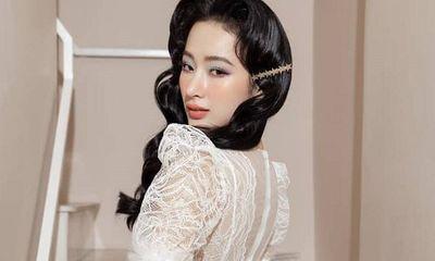 """Angela Phương Trinh hóa quý cô đài các, """"đốn tim"""" dân mạng với vẻ đẹp thoát tục trong váy trắng kiêu sa"""