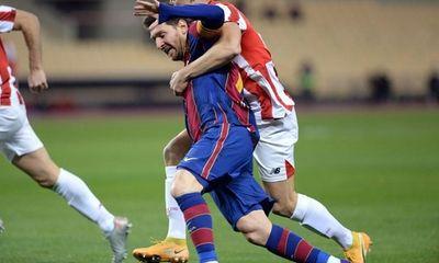 Messi lần đầu tiên bị đuổi khỏi sân trong màu áo Barcelona