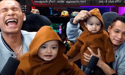 Độ Mixi khoe con trai thứ 2 trên sóng livestream, dân mạng phát sốt với thần thái triệu view